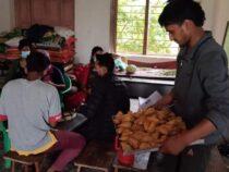 नेकपा रुकुम पश्चिम द्वारा कोभिड  १९ संक्रमित बिरामीलाई  खुवाउदै गरेको निशुल्क खाना नास्ता निरन्तर जारी